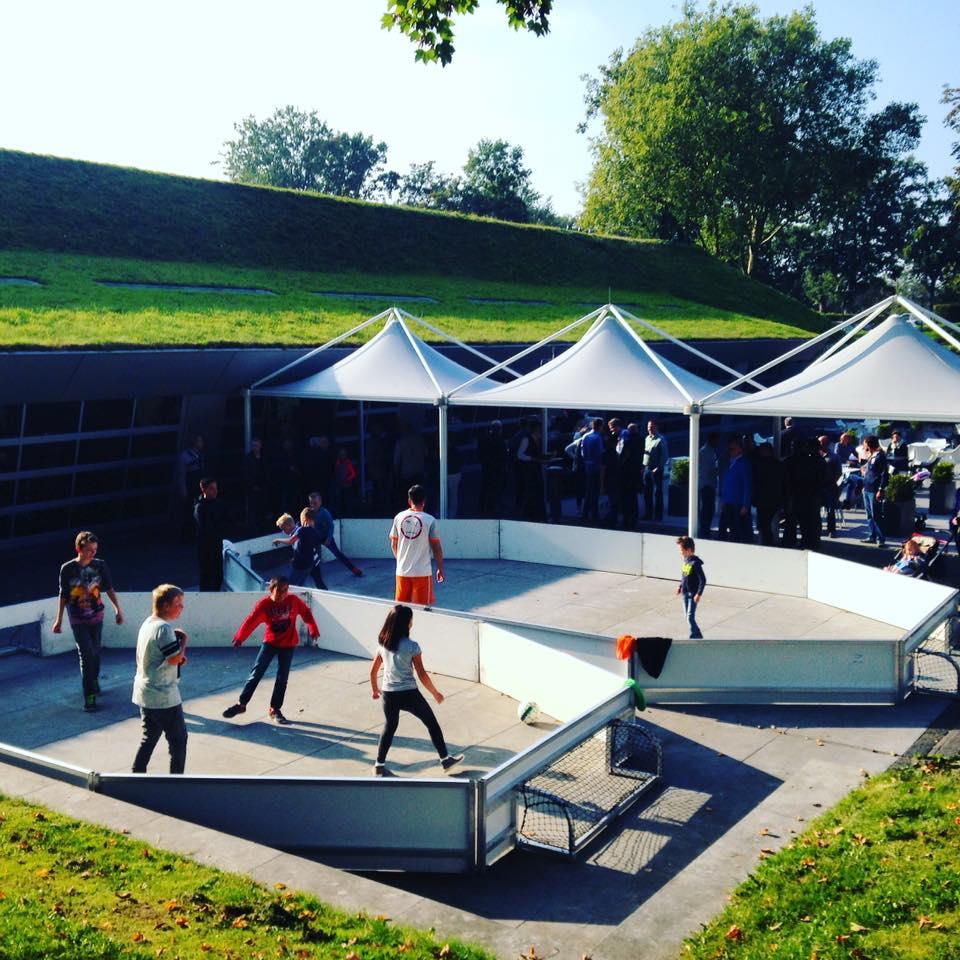 Straatvoetbal on Tour met straatvoetballers
