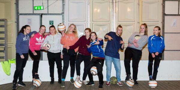Meidenvoetbal clinic