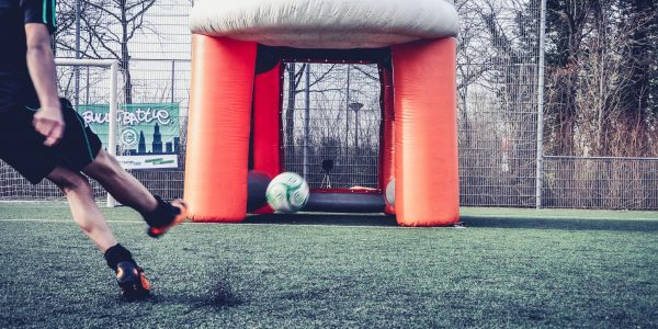 Voetbal opblaas attracties huren